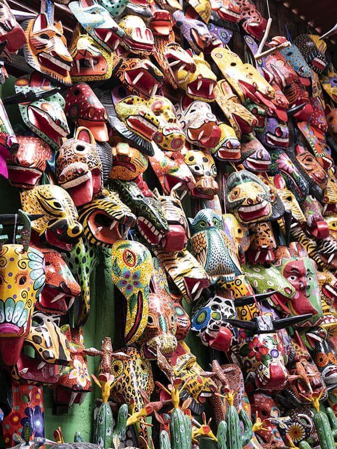 Máscaras de madera artesanales Guatemala